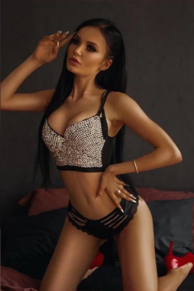Tiffany - Kühne Lady aus Frankfurt beflügelt mit sinnlichem Striptease beim Sexdate