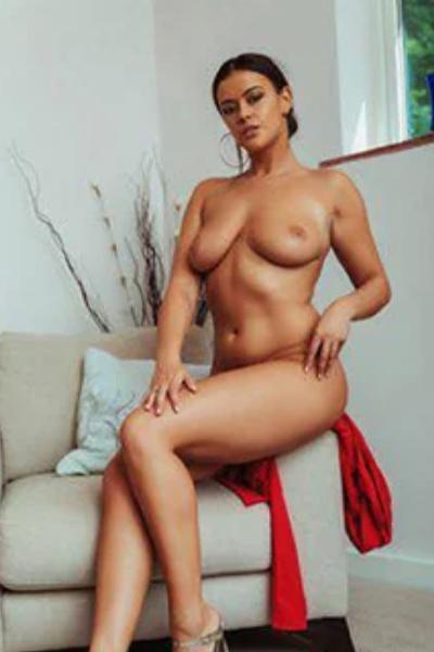 Diana magere Escortladie mit versauten Striptease sucht Sexdate Frankfurt