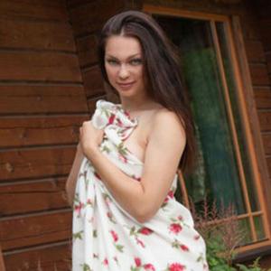 Desita thin luxury escort model having sex outdoors as well as sex via Berlin escort agency