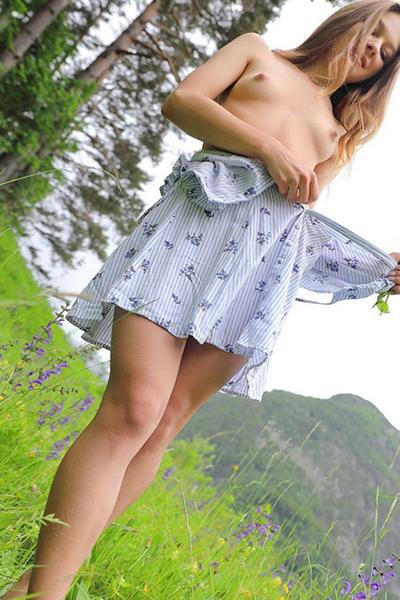 Bellyanna - Schlanke Escort Modelle aus Berlin stimuliert mit Prostata Massage beim Sextreffen