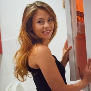 Artemise magere VIP Class Escort Ladie mit Französisch bei Ihr liebt Flirten Sex Frankfurt