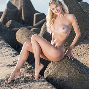 Amely adult woman is looking to meet him with discreet Poppen as a travel companion Sex Berlin