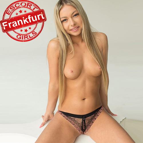 Angie - Zierliche junges Top Escort Model in Frankfurt FFM geht in jede Rolle beim Sex