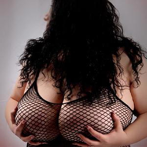 Antonia - Rubensmodelle aus Berlin bietet Busensex bei Erotik Anzeigen an