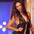 Arzu - Attraktive Hostessen aus der Türkei steht auf Striptease bei Bekanntschaften