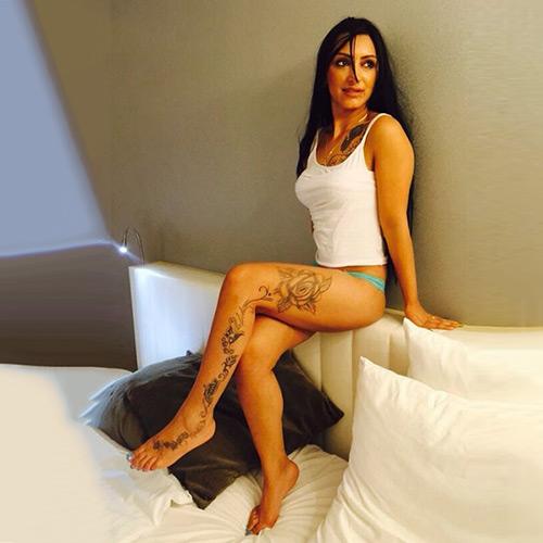 Chantal - Anfängermodel in Latex bietet Sextreff für Freier