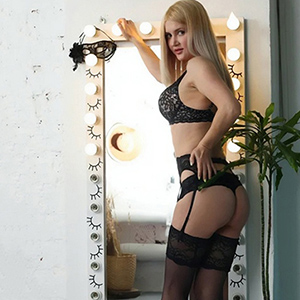 Diana - Young Escort Girls from Berlin seduce you with sensual erotic Feet during a Sex Date