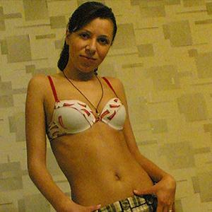 Mareika - Lässige Prostituierte aus Berlin ist offen für Pärchen beim Flirten