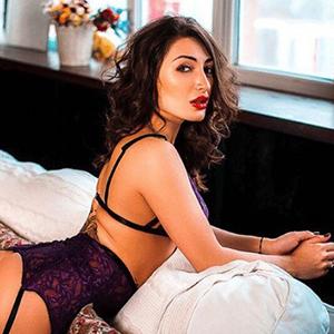 Felicita - Anziehende Privatmodelle aus Ungarn führt Rollenspiele beim intimen Date vor