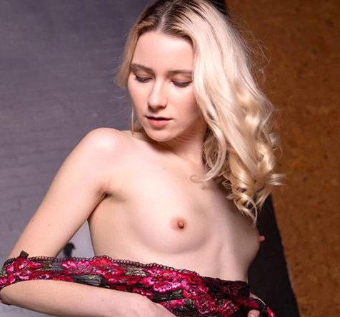 Jutta - Elite Escort Berlin 21 Jahre Sex Zungenküsse