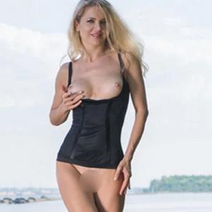 Kaja - Blonde Privatmodelle aus Frankfurt törnt mit Prostata Massage beim Sexdate an