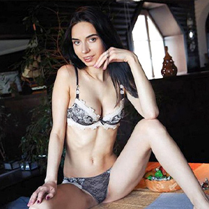 Kitty - Young Escort Women from Italy charm you with Spanish at Sex Contacts