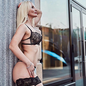 Liv - Mature VIP Ladies from Potsdam beguile Straps and High Heels when visiting Hotels