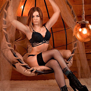 Milva - Dynamic Hostesses from Bonn offers Straps and High Heels when looking for a Partner