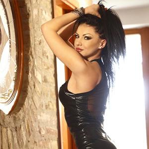 Patrica - Heißes Callgirl aus Brasilien verführt mit Korsett bei Modelagentur