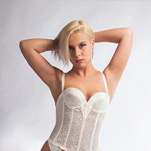Paulina - Kecke Lady aus Düsseldorf befriedigt mit Eierlecken bei Käufliche Liebe