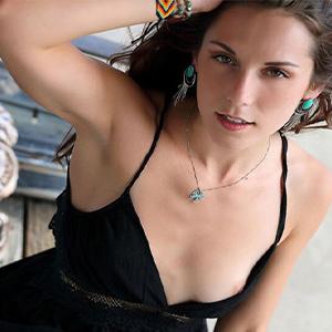 Rositta - Escort Girls aus Potsdam steht auf heißen Sex im Freien beim Flirten