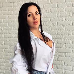 Samantha - Rockige Hostessen aus Lettland bevorzugt Körperbesamung bei Partnersuche