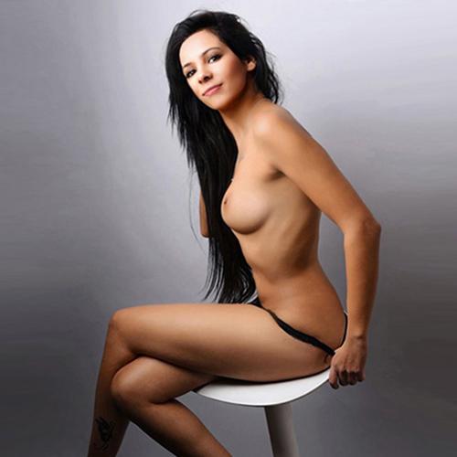 Emili - Zarte 19 Jahre Teeny bietet Sex bei Hotel Hausbesuche